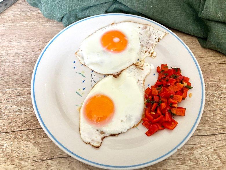 Spiegelei mit Paprika-Gemüse