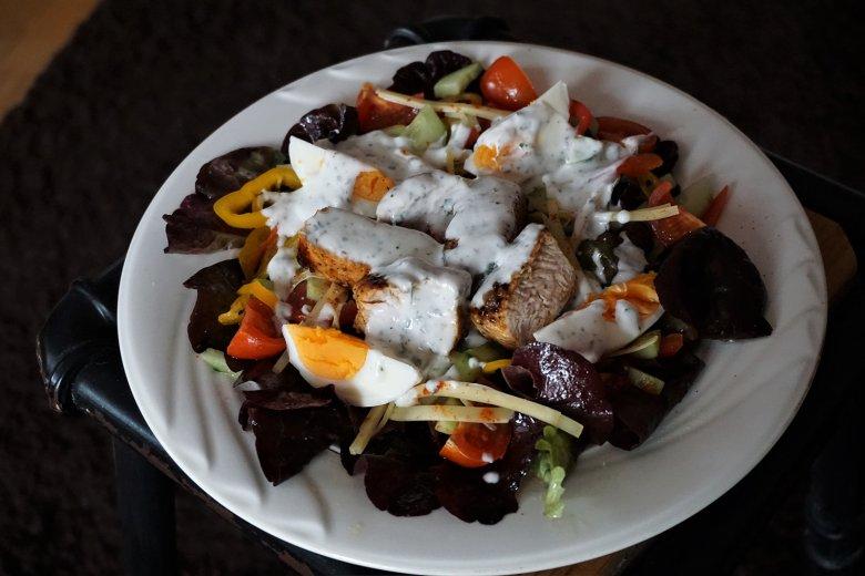 Chefsalat mit Hähnchenbrust