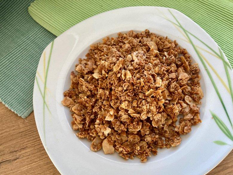 Granola mit Honig und Mandeln