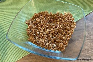 Granola mit Sesam und Kokos