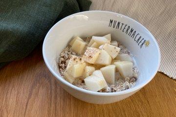 Glutenfreies Müsli mit Birnen, Kokos und Zimt