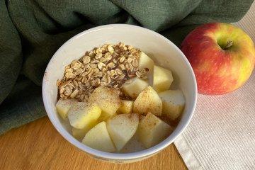 Glutenfreies Apfelmüsli mit Zimt
