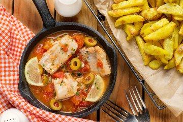 Kabeljau auf Tomaten-Oliven-Soße
