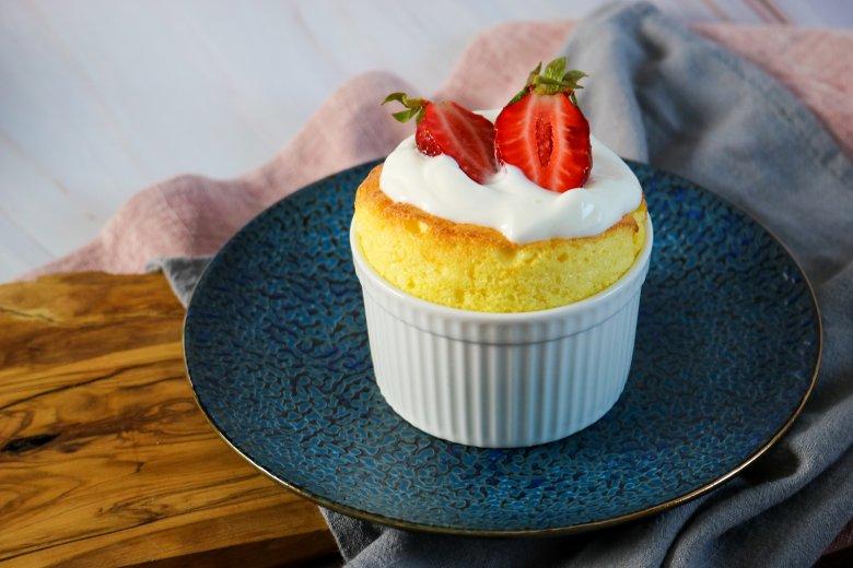Quark-Soufflé mit Erdbeeren und Vanillecreme