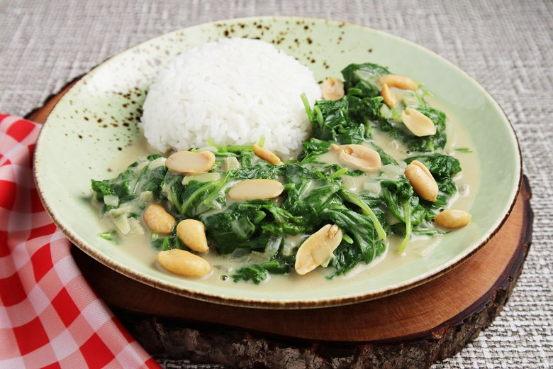 Leckere Erdnusssauce mit Spinat