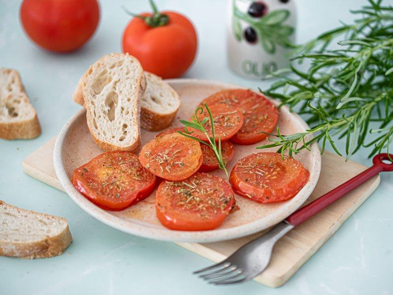 Gebratene Tomatenscheiben mit Rosmarin