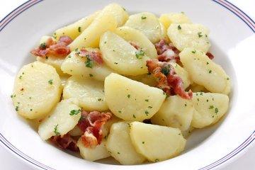 Würziger Kartoffelsalat mit Speck