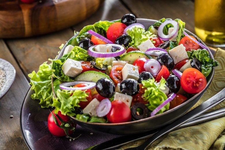 Bunter griechischer Salat