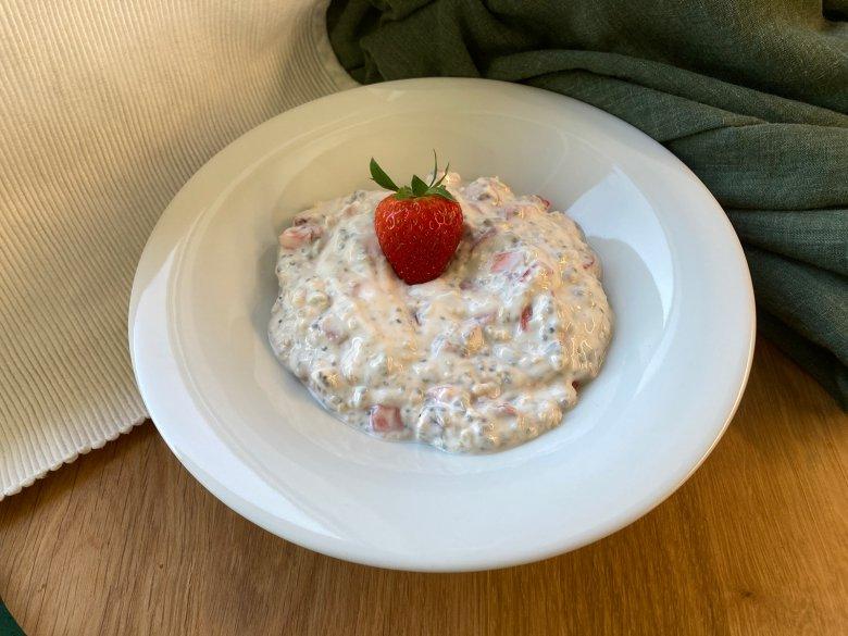 Veganes Joghurtmüsli mit Erdbeeren