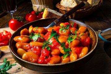 Riesenbohnen in Tomatensauce