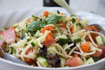 Einfacher Spaghettisalat