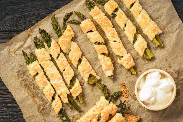 Spargel in Blätterteig mit Käse
