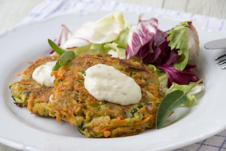 Gemüsepuffer mit Koblauchsauce