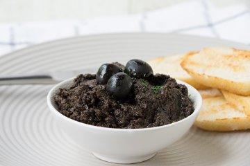 Tapenade aus schwarzen Oliven