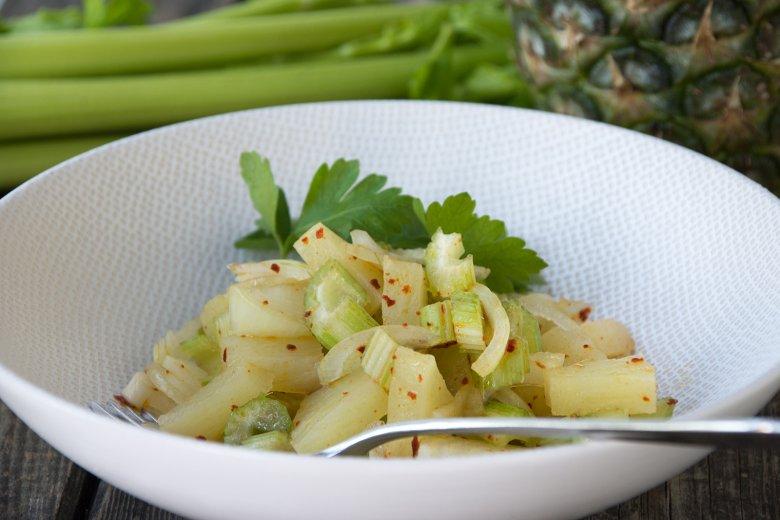 Staudensellerie-Ananas-Salat