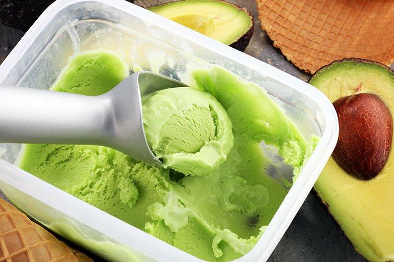 Avocado Eis mit Mandelmilch