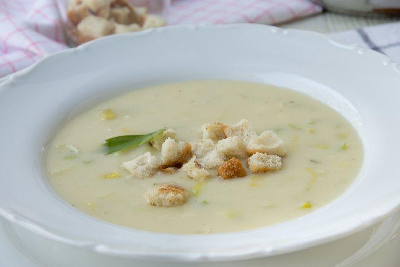 Käse-Lauch-Suppe mit Schmelzkäse