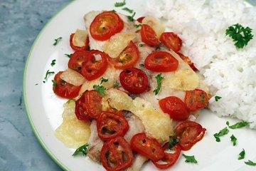 Seefisch mit Tomaten