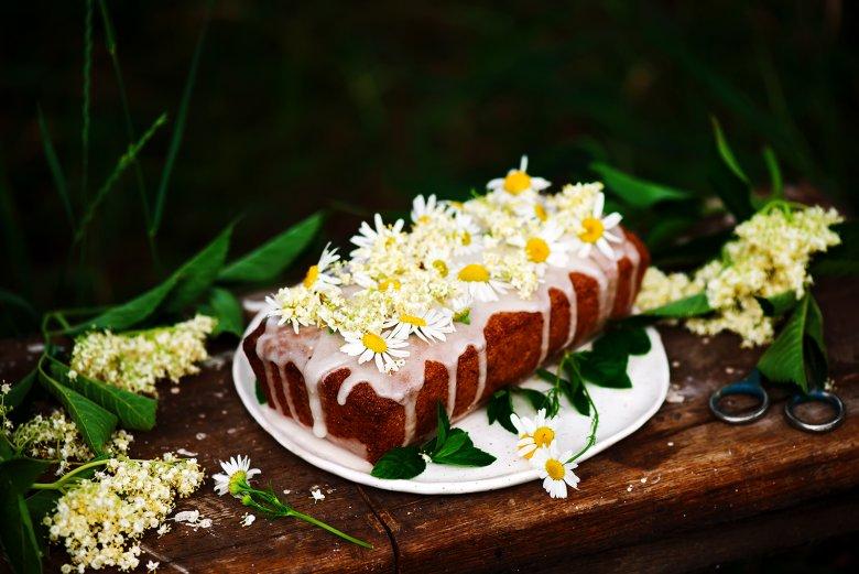 Holunderblütenkuchen mit Marzipan