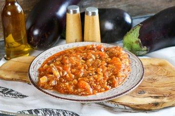 Auberginenmus mit Tomaten