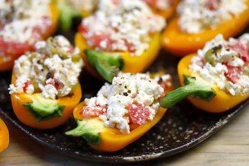 Gefüllte Paprika mit Ricotta und Oliven