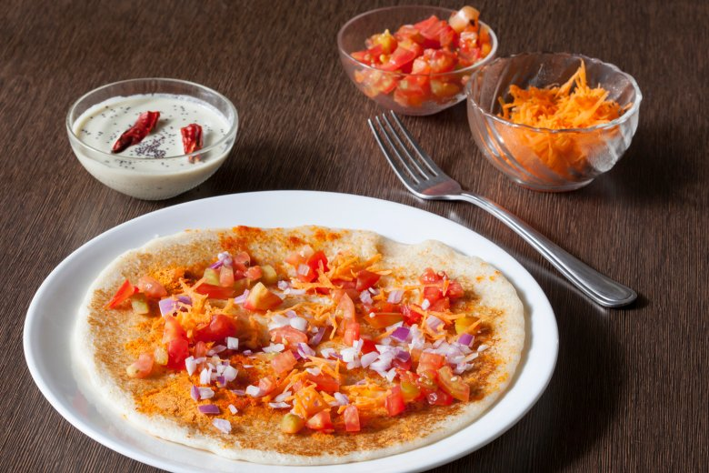 Zwiebel-Tomaten-Karotten-Uttapam