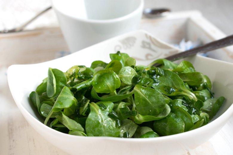 Feldsalat mit Schnittlauchdressing