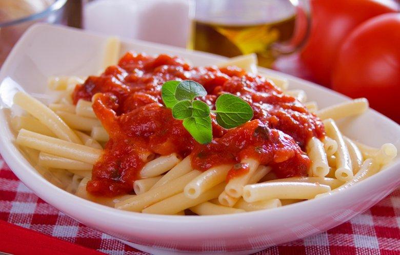 Makkaroni mit schneller Tomatensauce