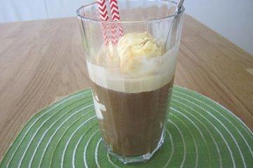 Eiskaffee mit Vanilleeis