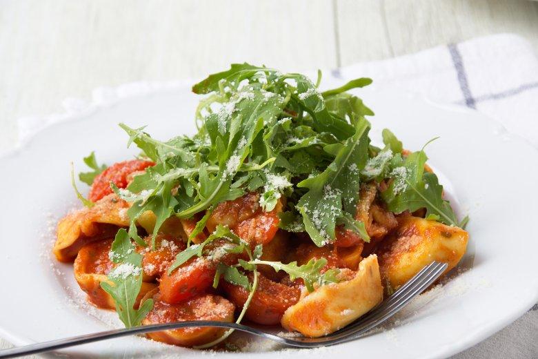 Tortelloni in Tomatensoße