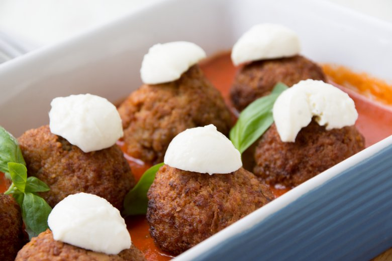 Überbackene Hackbällchen mit Mozzarella