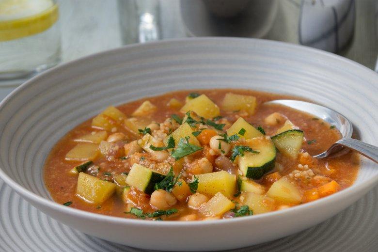 Suppe mit Kichererbsen und Couscous