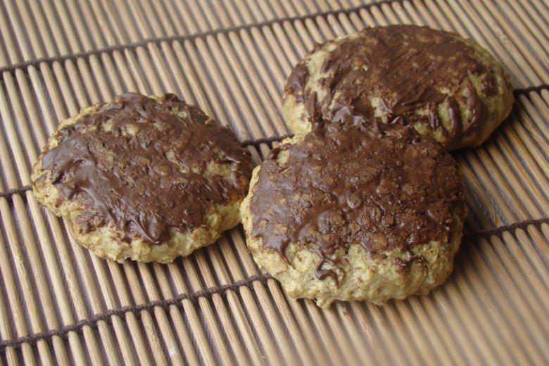 Knusprige Haferflocken-Kekse mit Schoko