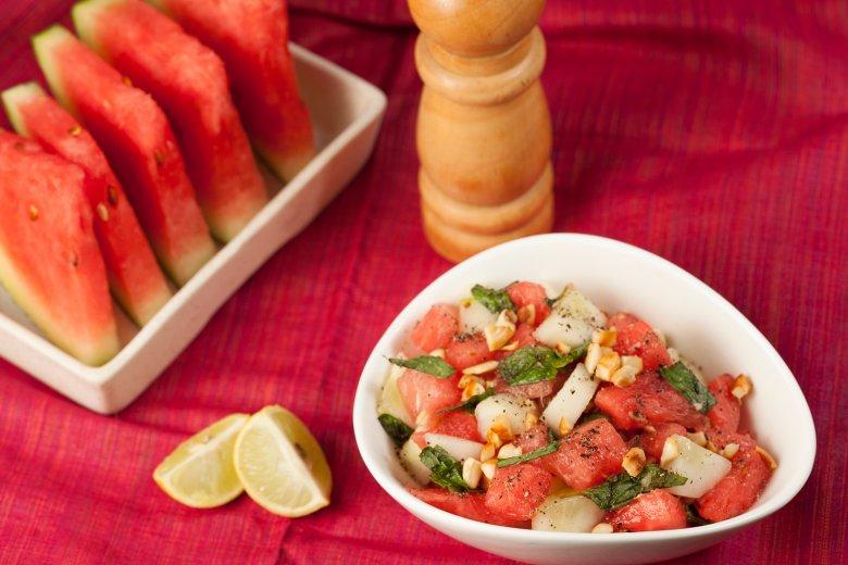 Wassermelonen-Gurken-Minzsalat