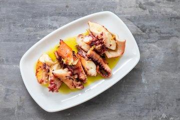 Gegrillter Oktopus mit Olivenöl