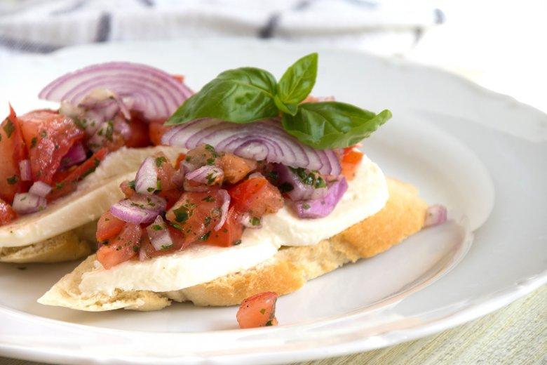 Tomate-Mozzarella-Crostini