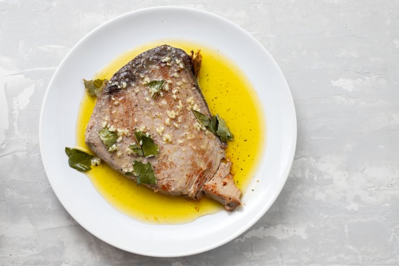 Gebratener Thunfisch mit Knoblauch-Olivenöl