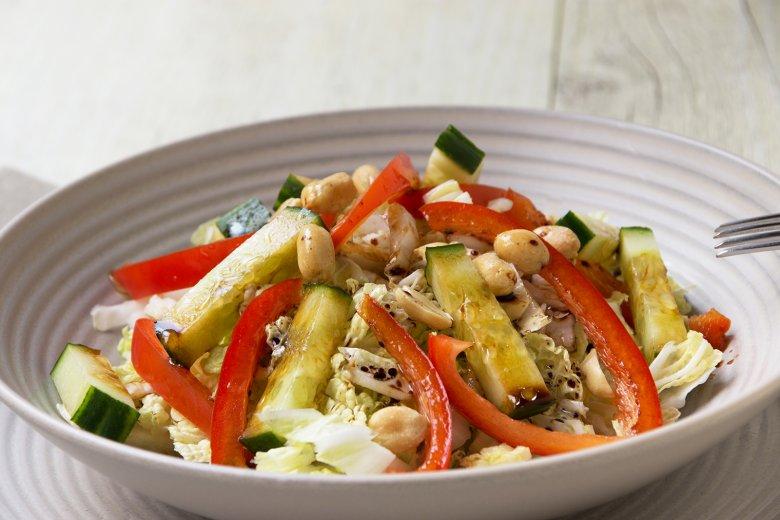 Chinakohlsalat mit Erdnüssen und Ingwerdressing