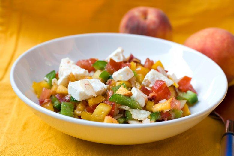 Pfirsichsalat mit Feta & Tomaten