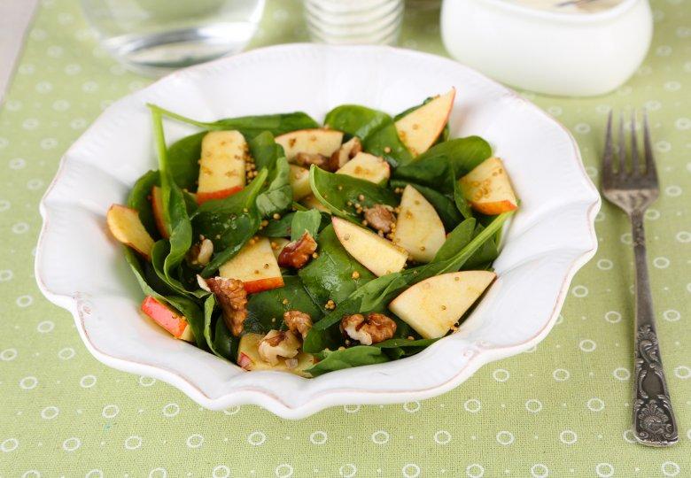 Fruchtiger Walnuss-Spinat-Salat
