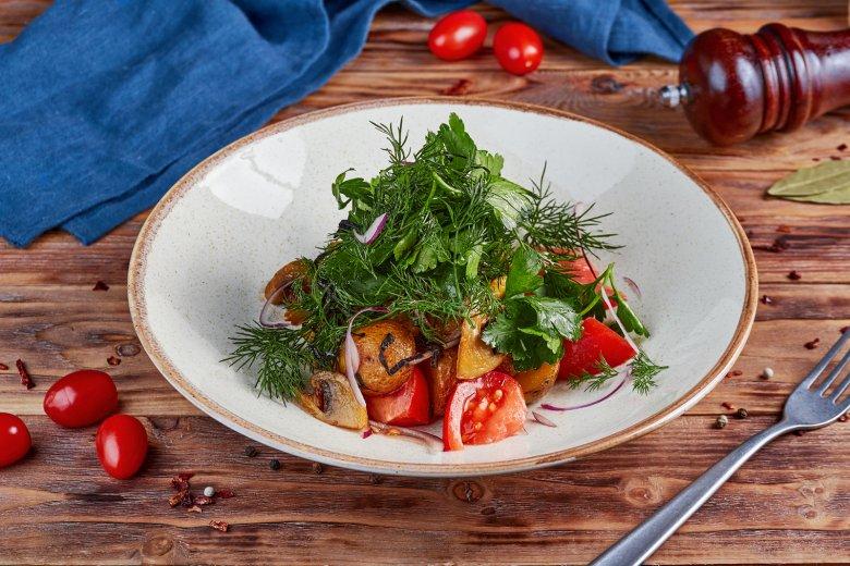 Bratkartoffelsalat mit Tomaten