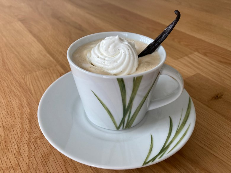 Kaffee mit Vanillesahne
