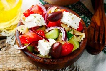 Griechischer Nudelsalat