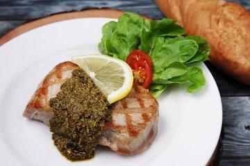 Thunfischsteak vom Grill mit Pesto