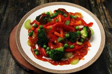 Gedämpftes Gemüse mit Currysoße
