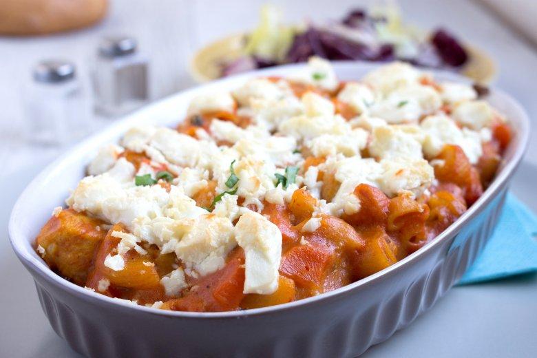 Nudelauflauf mit Tomaten und Mozzarrella