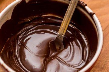 Schokoladeglasur mit Schlagsahne