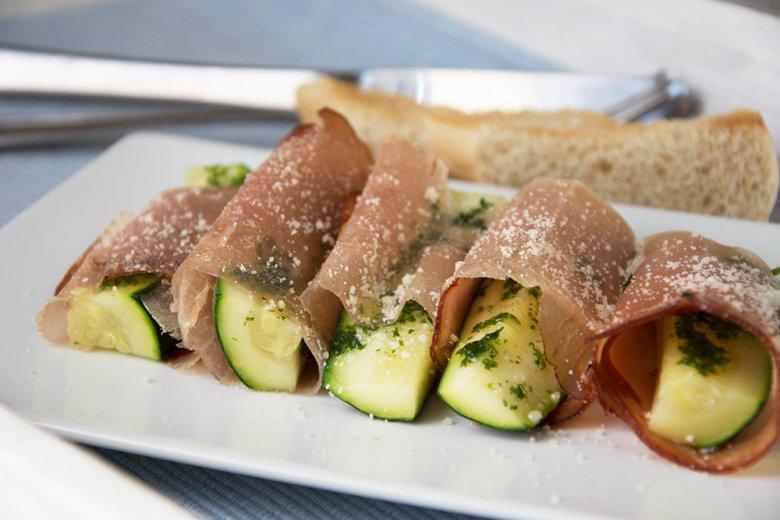 Schinkenröllchen mit Zucchini
