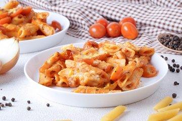 Mozzarella-Tomaten-Nudelauflauf