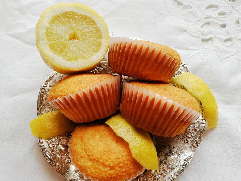 Schmandmuffins mit Zitrone